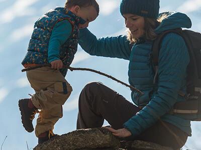 Bien choisir les premières chaussures de randonnée de bébé
