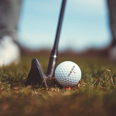 comment planter son tee de golf Decathlon Inesis