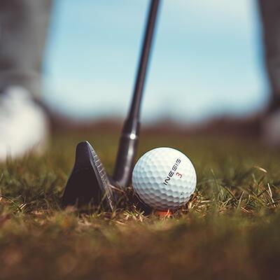 comment planter son tee de golf Decathlon Inesis