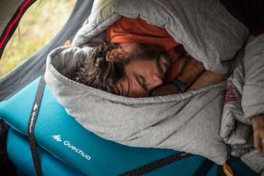 5 astuces pour ne jamais avoir froid dans votre sac de couchage