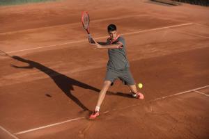 rode-klei-tennis