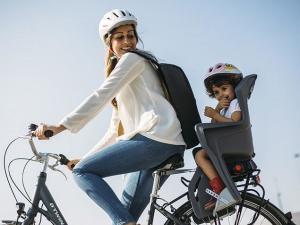 vélo ville avec son enfant