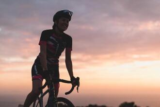 femme vélo de route