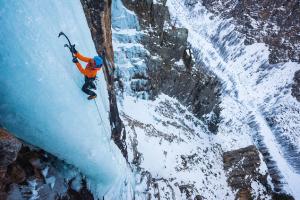 piolet d'alpinisme simond