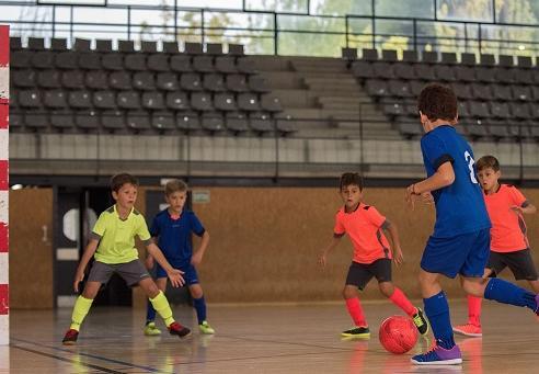 kinderen zaalvoetbal Decathlon Kipsta