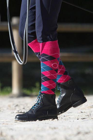 boots d'équitation chaussettes bleus et rouges