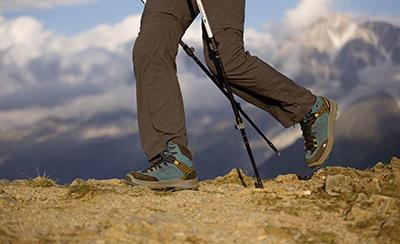 nl_afbeelding_trekking_desk_broek_intensief_quechua.jpg