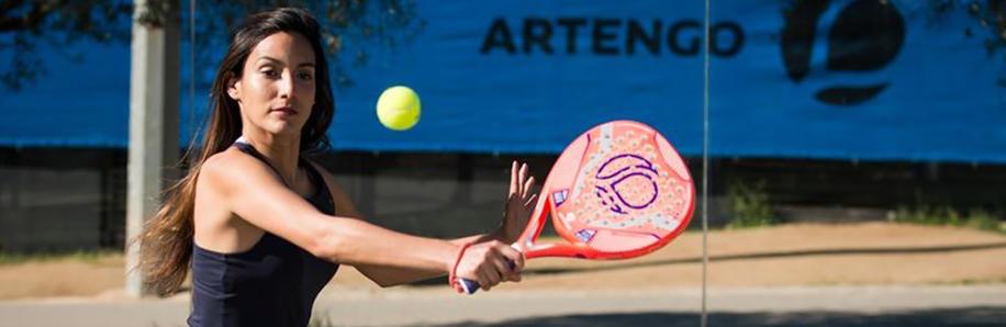 nl_afbeelding_tennis_desk_padel_speler_artengo.jpg