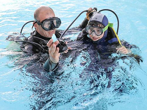 Hoe laat je kinderen kennismaken met diepzeeduiken?