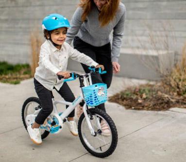 apprendre à pédaler et démarrer à vélo