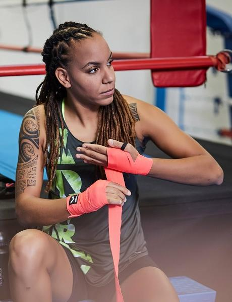 Fille préparation sport boxe