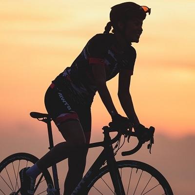 femme sportive vélo