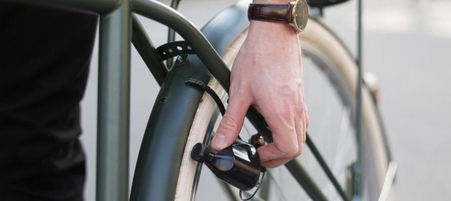 jong hebt een fiets