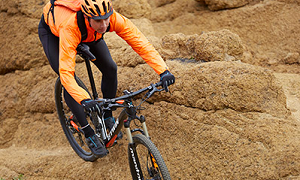 mountainbike hindernissen achterwiel