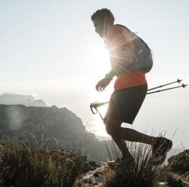 man trekking Decathlon Quecha