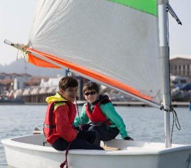 kinderen zeilen Decathlon Tribord