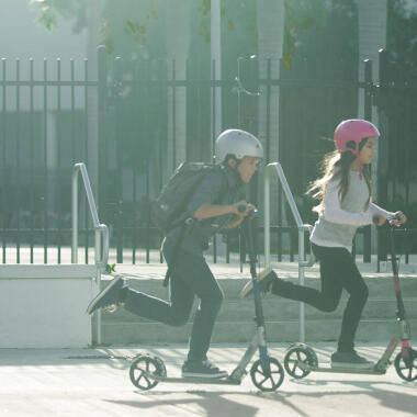 Vollständiger Schutz auf Roller und Skates: Wie schützt man seinen Kopf?