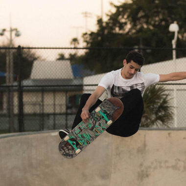 Bild von einem Mann auf einem Skateboard