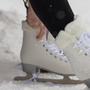 Die richtige Wahl von Eiskunstlauf-Schlittschuhen
