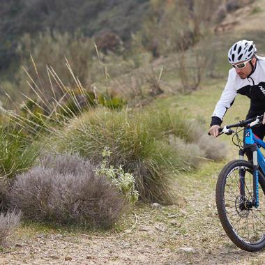 Wie schützt man sich auf dem Fahrrad vor Kälte?