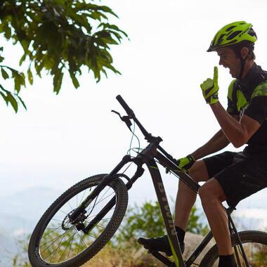 Absprung beim Mountainbiking: Zwei Techniken, um Stürze zu vermeiden