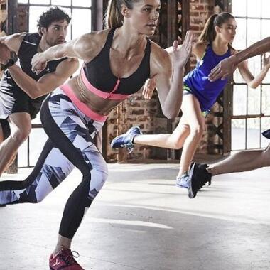 Fitnesspartner, warum Training zu 2 effektiv ist