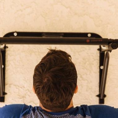 Krafttraining: Ein Trainingsprogramm mit der Klimmzugstange