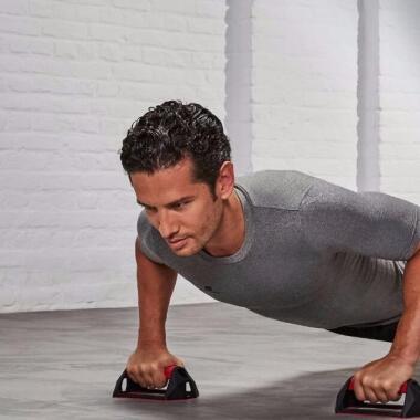 Brustmuskeln mit 4 Übungen aufbauen