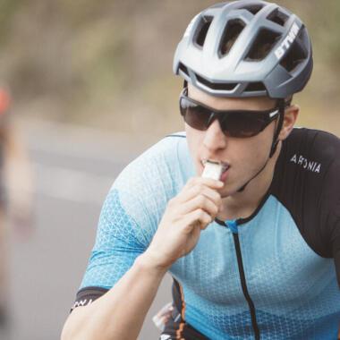 Wie ernährt man sich während eines Triathlons?