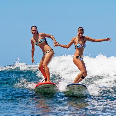 Goofy oder Regular - Welcher Fuß steht beim Surfen vorne?