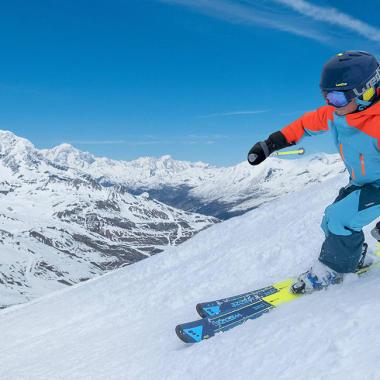 Wie ziehe ich Kinder beim Skifahren am besten an?