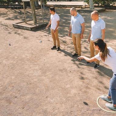 Schiessen oder legen: Die Boule Techniken im Vergleich