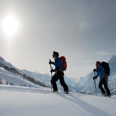 Winterwanderungen: Diese Ausrüstung solltest du parat haben