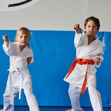 Die richtige Wahl des Karateanzugs für mein Kind