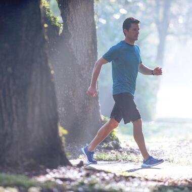 Wieder in den Sport einsteigen, mit Walking ist es leichter!