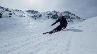 ski_woman_carve_837067883983618399920839869383895758371148tci_scene_001.jpg-1_-1xoxar.jpg