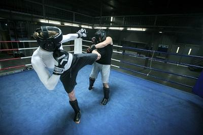 outshock_aw16_boxing_gloves_300_black_boxing_gloves_500_red_8365141cc8365143cctci_scene_a04.jpg-1_-1xoxar.jpg