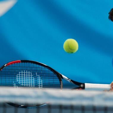 如何挑選最適合你小童的網球拍?