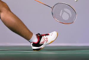 how to choose your badminton shoes