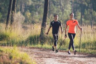 FORMA, SILHOUETTE, SALUTE: TUTTI I BENEFICI DEL NORDIC-WALKING | DECATHLON