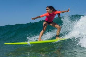 Come imparare ad andare sul surf quando si è alle prime armi   DECATHLON