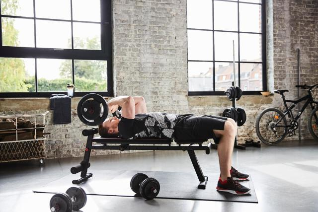 6 Esercizi con la panca da Bodybuilding   Decathlon ...