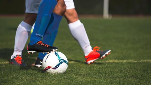 Hoe kies ik mijn voetbalschoenen?