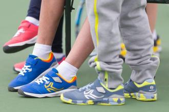 Hoe kies ik tennisschoenen voor kinderen?