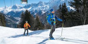 Två skidåkare i Wedze skidutrustning till minipris