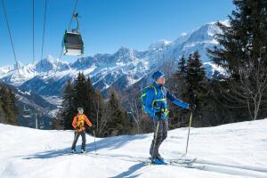 Two skiers in Wedze budget ski gear