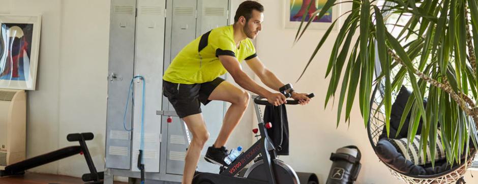 ... un côté cardio sur tapis et un côté HIIT (High-intensity interval  training). L avantage certain est de permettre d optimiser son temps. c6fcc7a283d