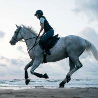 monter_a_cheval_a_la_plage