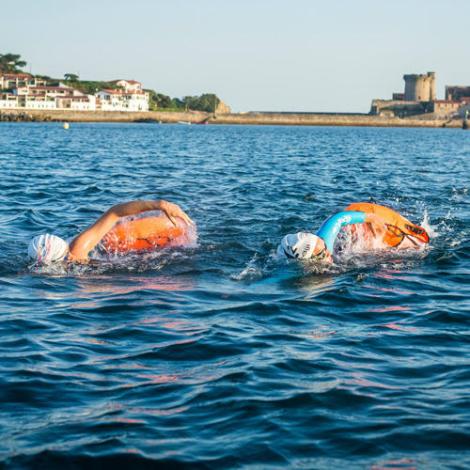 Nageuse de natation eau libre