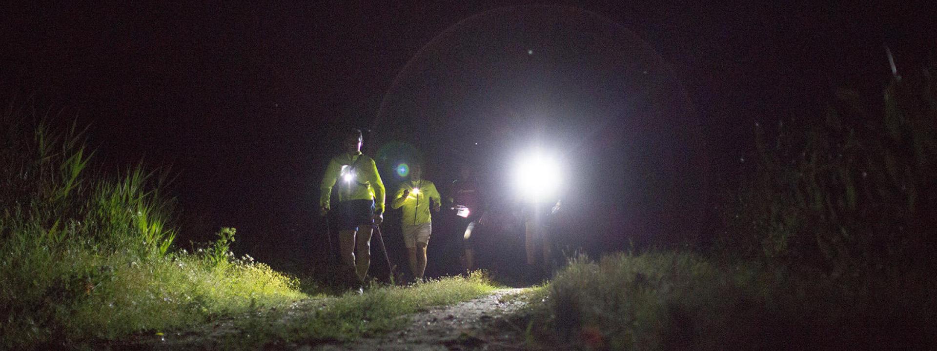 Marcher la nuit : 4 avantages insoupçonnés